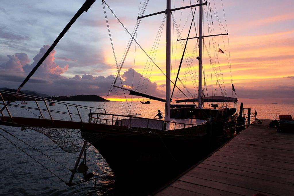 Die Naga im Heimathafen bei Sonnenuntergang