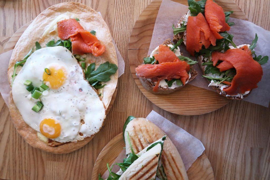 Sandwichs und Flammkuchen mit Lachs