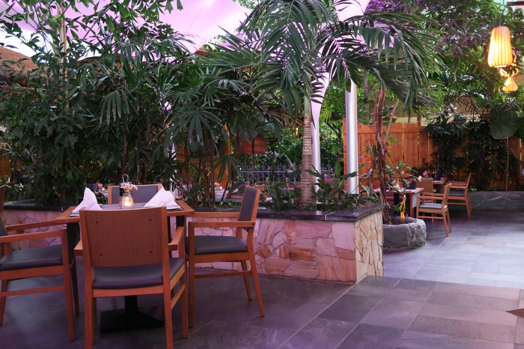 "Restaurant ""Tropical Garden"""