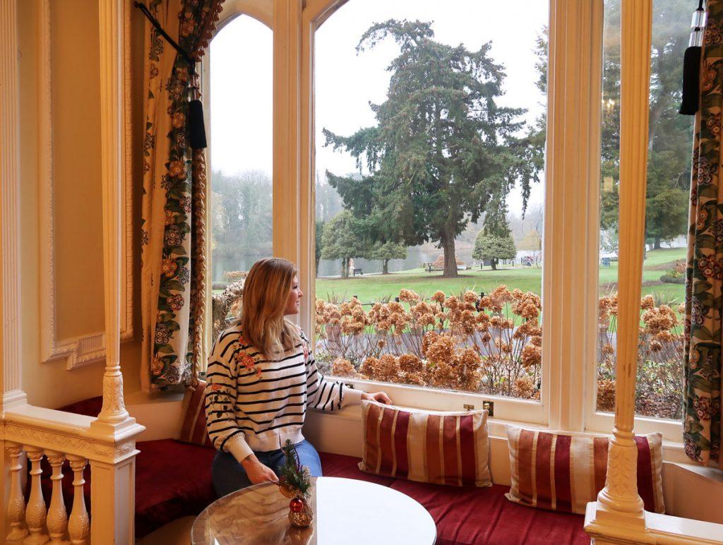 Blick auf den Garten des Oakley Court Hotels