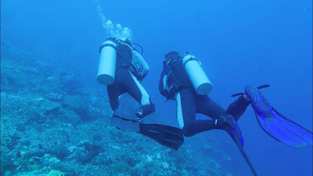 Mein Freund bei seinem Open Water Tauchkurs mit Tamarind Divers