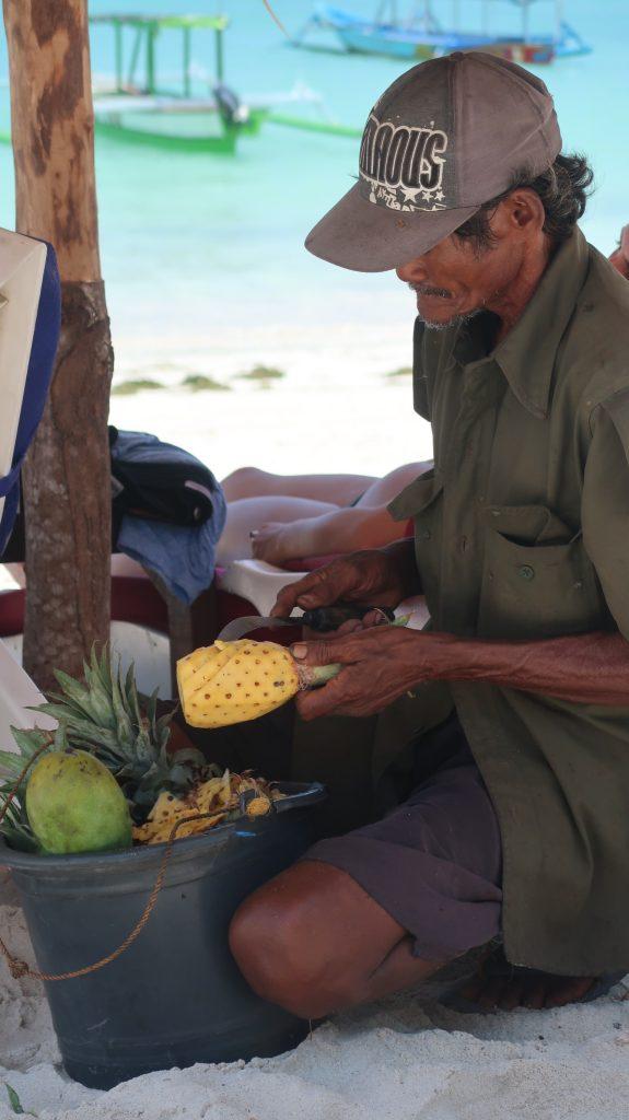 Ananas Verkäufer am Tanjung Aan Beach