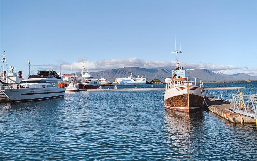 Boote im Hafen Reykjaviks